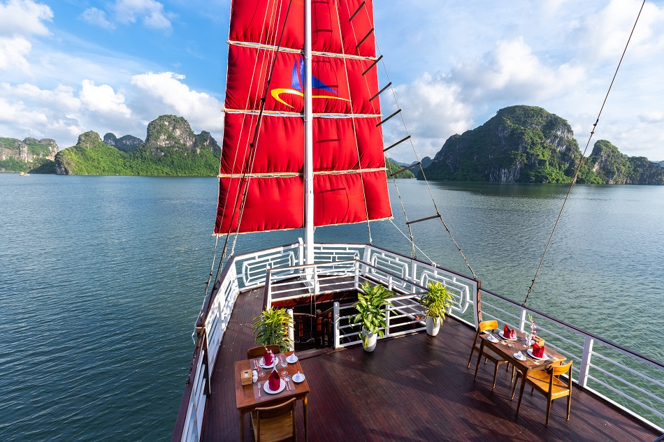 Combo Orchid Cruises & Apricot Hotel